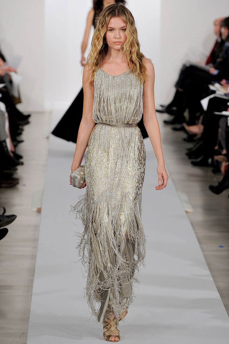 oscar-de-la-renta-pre-fall-2013-dress-runway-fringe-silver-dress